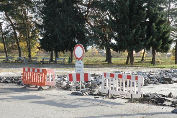 Cesta je pre opravu obmedzená.