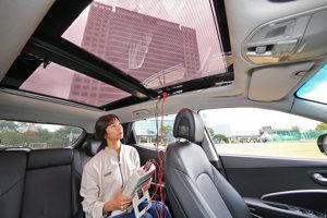 Testovanie solárneho panelu na streche auta