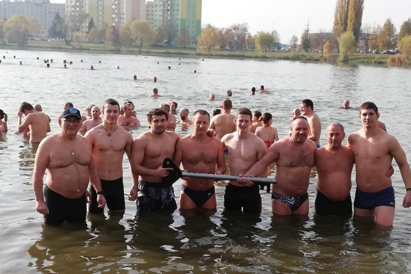 Zaplávali si v košickom jazere, tentoraz ľad nesekali.