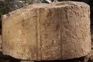 Jeden z nápisov poukazuje na boha Atuma ako zodpovedného za záplavy na Níle z Neskorého obdobia.