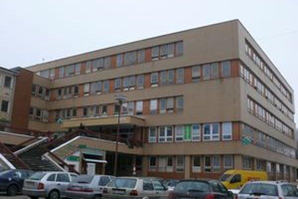 Jedna z dvoch lekární v nemocnici skončila.