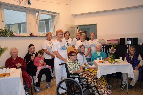 Dobrovoľníci v trebišovskej nemocnici.
