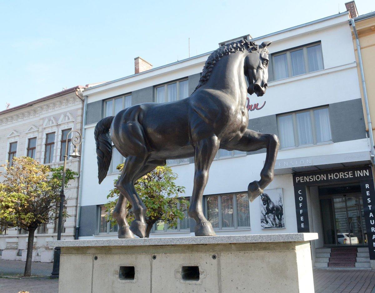 Na Zvonársku ulicu v Košiciach sa vrátila socha koňa - kosice.korzar ... 5c80b4bb664