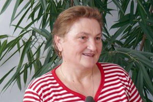 Anna Juhaniaková. O kvety na úrade sa starala osemnásť rokov. Ako špecialitu používala na utieranie listov pivo. Vraj to prospieva.