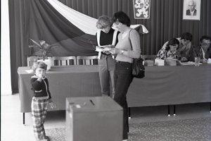 Volebná miestnosť v 80. rokoch.