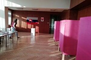 Volebná miestnosť v Dome kultúry.