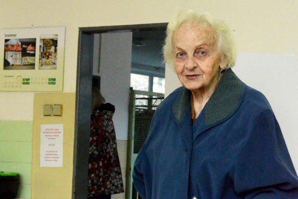 Do volebnej miestnosti v okrsku 6 v Martine prišla voliť aj takmer 93-ročná pani Kleinová.