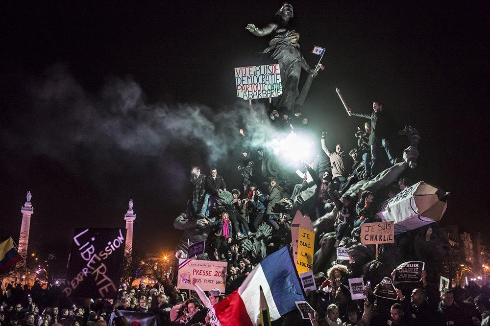 Demonštrácia proti terorizmu v Paríži. (Druhá cena).Corentin Fohlen/World Press Photo.