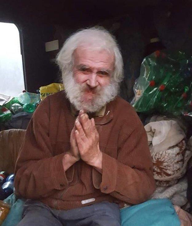 Bezdomovec Pavol Krella, ktorý býva v karaváne, si nenechal ujsť ani tieto voľby.