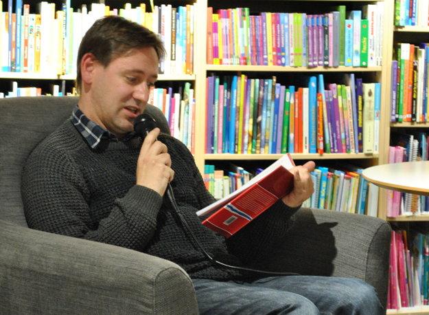 Ondrej Sokol číta ukážku z knihy Ako som vozil Nórov.