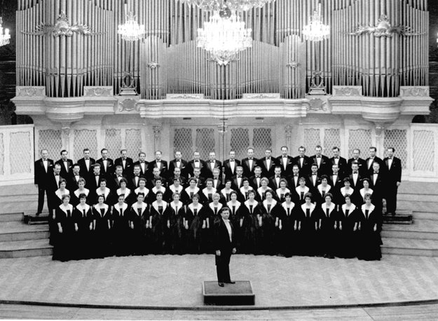 Slovenský filharmonický zbor s Janom Maria Dobrodinským  okolo roku 1975.