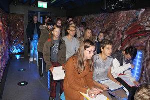Výrazy na tvárach žiakov sa postupne menili.