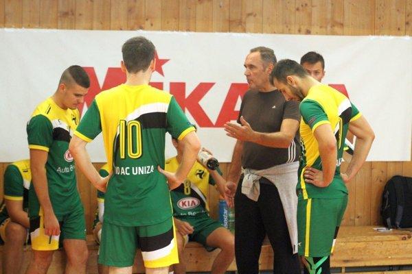 Tréner Zdeno Hauer vedie mužský aj juniorský žilinský tím.