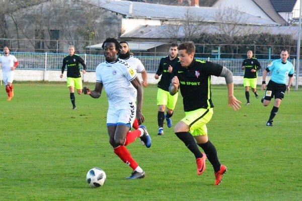 V prípravnom zápase v Seredi zvíťazila Senica. V lige sa oba tímy v tejto sezóne stretli už dvakrát, štyri body zo šiestich získal ŠKF.