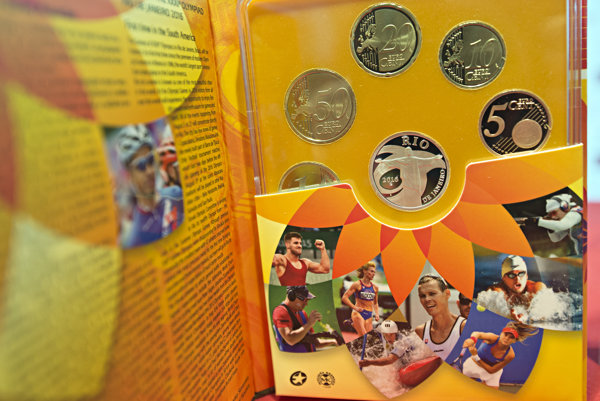 Súbor euromincí s motívom olympijských hier.