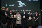 Ocenení investigatívni novinári spolu s rodičmi Jána Kuciaka.