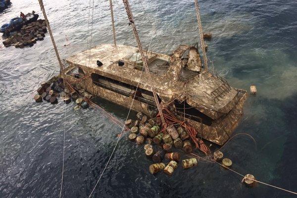 Vytiahli loď, pri ktorej potopení zahynulo 47 Číňanov