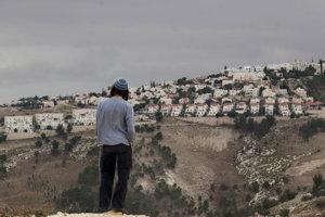 V židovských osadách na západnom brehu Jordánu žije asi pol milióna ľudí. Pre Palestínčanov sú nedostupné.