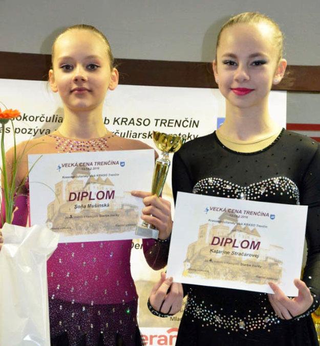 Úspešné staršie žiačky - zľava Soňa Mušinská a Katka Stračárová.