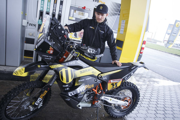 Štefan Svitko sa s novou motorkou KTM pripravuje na desiaty štart na Rely Dakar.