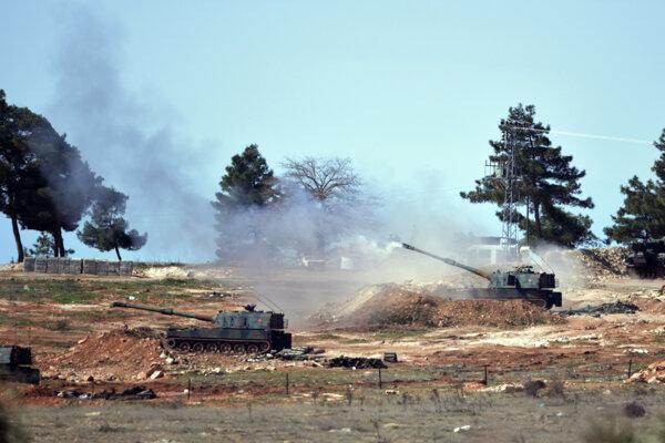 Turecké delostrelectvo na hranici so Sýriou.