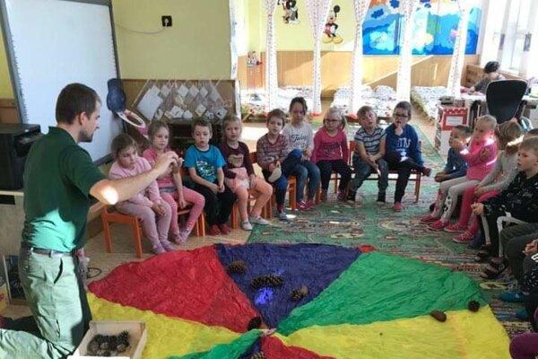 Predškoláci sa tešili zrôznych hier vmaterskej škole.