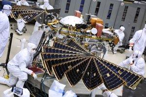 Testovanie solárnych panelov sondy.