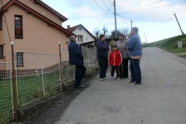 Ľudia nesúhlasia s umiestnením zberného dvora na odpad na kopci nad Kunovcom.
