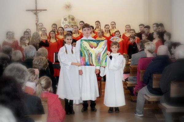 Deti v Zalužiciach maľovali dúhu pomoci a liečili hudbou. (FOTO: LB)