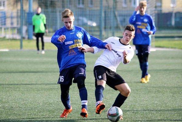 Momentka zo zápasu FC Nitra 16 - Ružomberok (0:1). V modrom Peter Šútorík.