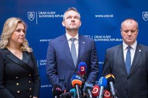 Ministerka vnútra SR Denisa Saková, predseda vlády SR Peter Pellegrini a minister obrany SR Peter Gajdoš.