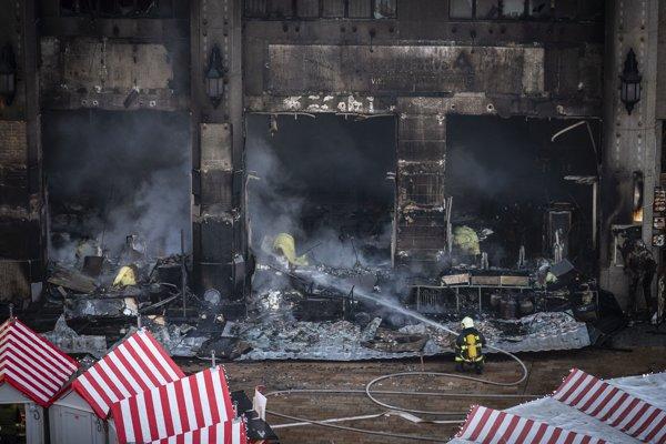 Námestie a budovy v bezprostrednej blízkosti evakuovali.