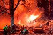 Pri príchode hasičov bol dvojpodlažný dom už pohltený ohňom.