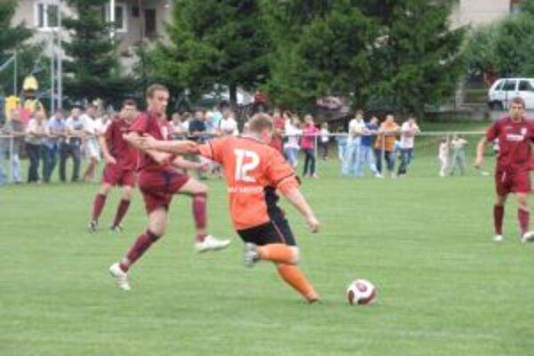 Hráči M. Ledníc (12) stále čakajú na prvú výhru.