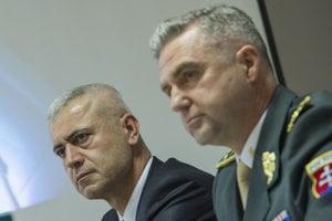 Peter Hraško a Tibor Gašpar, bývalí vysokí policajní funkcionári, ktorých OĽaNO podozrieva z prepojenia na ľudí spojených s kriminálnymi aktivitami.