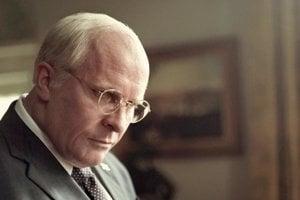 Christian Bale vo filme Vice. Takto vyzerá, keď ho zamaskovali na Dicka Cheneyho.