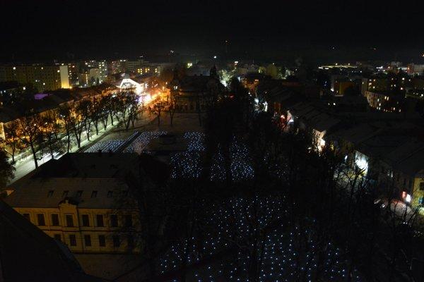 Slávnostne osvetlená Spišská Nová Ves.