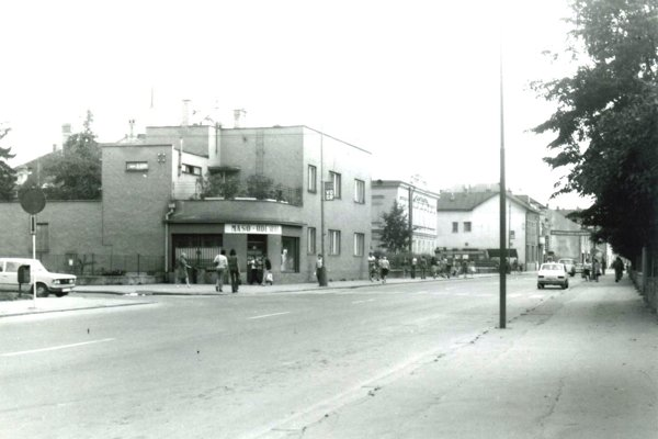 V roku 1977 sa v niekdajšom Sternlichtovskom dome predávalo mäso a údeniny. Na poschodí bol byt.
