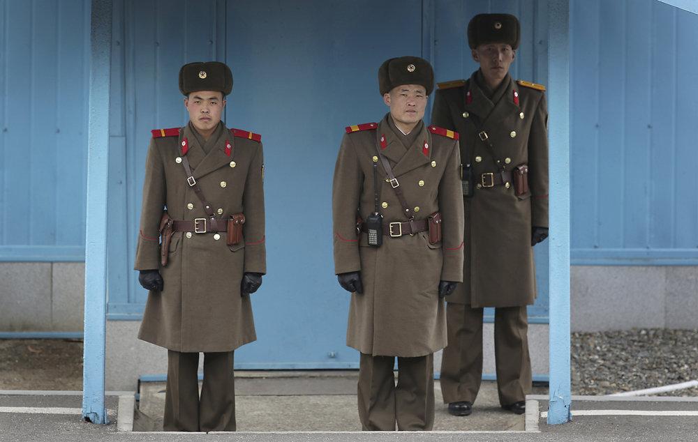 Severokórejskí vojaci v typických uniformách.