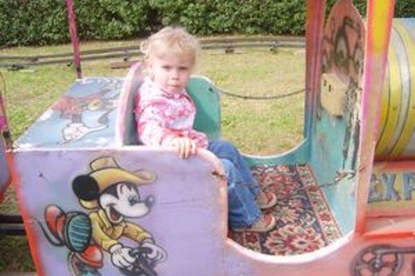 Kolotočová rekordérka. Dvojročná Adelka sa zviezla za jeden deň 11-krát.