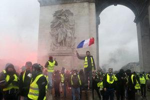 Protesty v Paríži sa neobišli bez násilností.