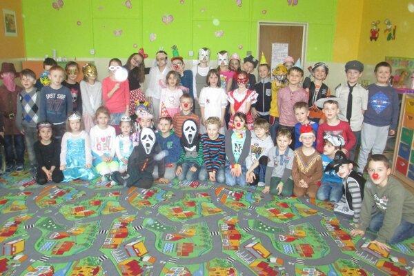 Školský klub patril počas jedného dňa fašiangom a karnevalu.