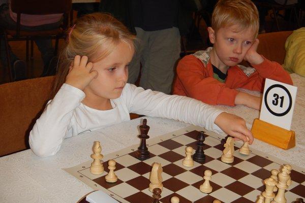 Víťazka kategórie do 8 rokov Soňa Byrtusová aMartin Slivka.