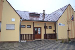 Hospodárenie v obci Košarovce preveruje polícia.