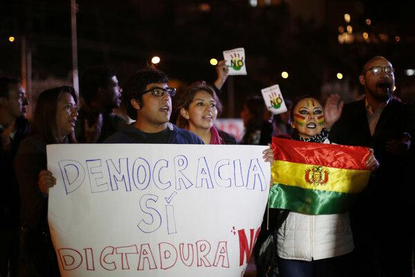 Referendum vyhlásil Morales s tým, že potrebuje viac času na implementáciu reforiem.