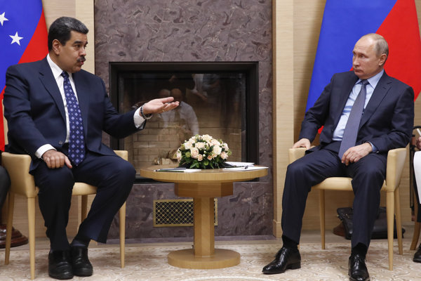 Venezuelský prezident Nicolas Maduro na stretnutí s ruským prezidentom Vladimirom Putinom v Moskve.
