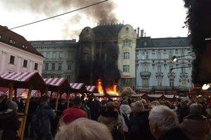 Požiar na námestí vypukol 28. novembra po pol štvrtej.