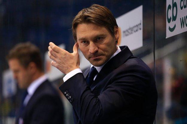 Tréner Slovana Vladimír Országh počas zápasu KHL HC Slovan Bratislava - Salavat Julajev Ufa v Bratislave 5. decembra 2018.
