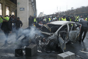 Parížania sa počas víkendových protestov obávajú ďalších násilností.