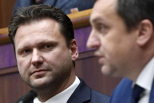 Predseda českej snemovne Radek Vondráček a vpravo predseda parlamentu SR Andrej Danko počas rokovania Národnej Rady SR.